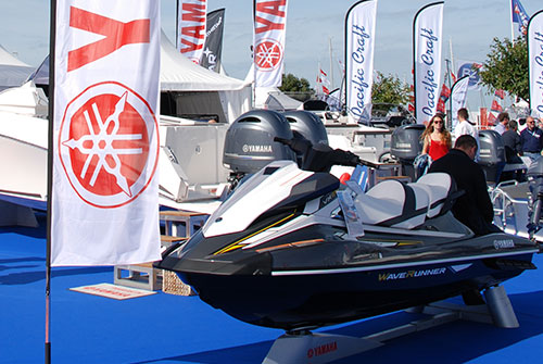 Le salon international nautique de paris arrive grands - Salon nautique horaires ...